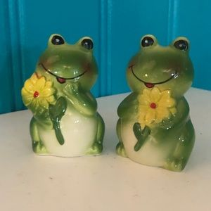 Frogs, salt and pepper. Perfect condition. New.